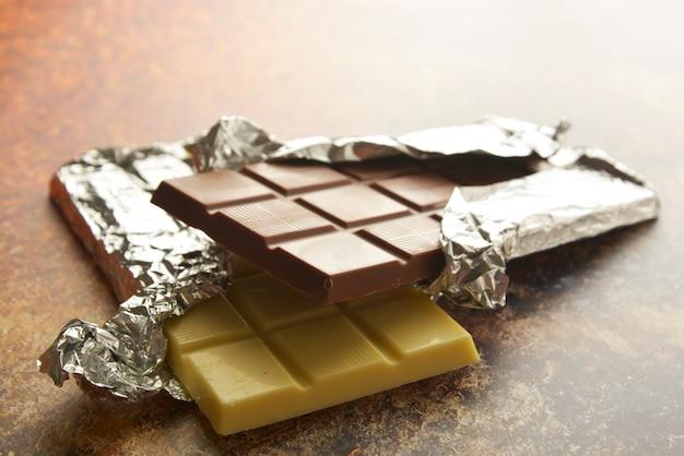 Vista superior de várias barras de chocolate com espaço da cópia.