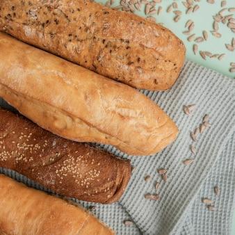 Vista superior de vários tipos de pão