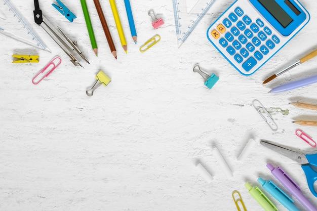 Vista superior de volta ao conceito do conceito da escola e do fundo da educação.