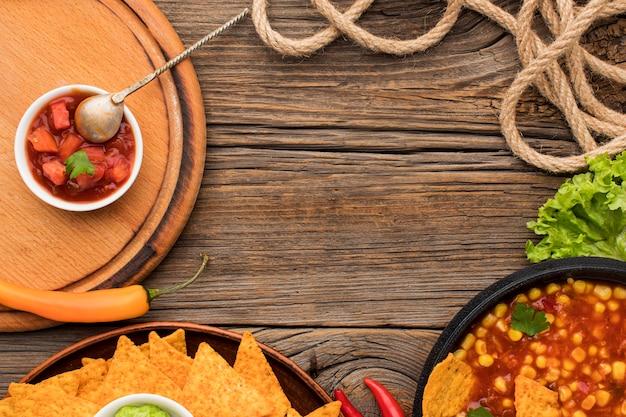 Vista superior deliciosa comida mexicana com nachos