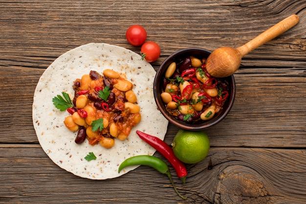 Vista superior deliciosa comida mexicana pronta para ser servida