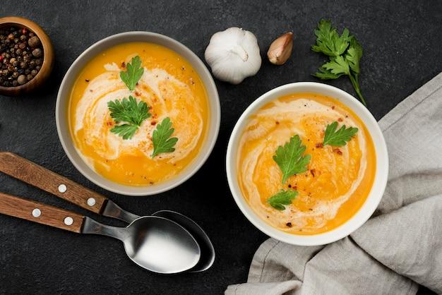 Vista superior deliciosa composição de sopa de outono