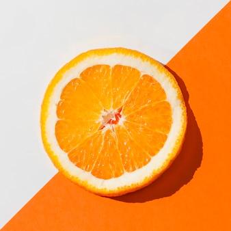 Vista superior deliciosa fatia de laranja