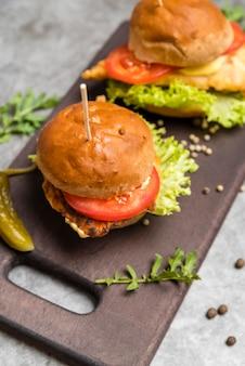 Vista superior deliciosa hambúrguer caseiro