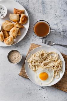 Vista superior deliciosa refeição com café da manhã
