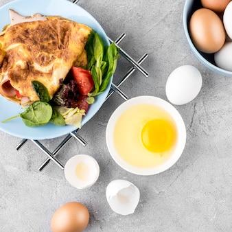 Vista superior deliciosa refeição com ovos