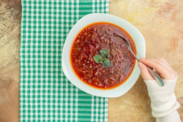 Vista superior deliciosa sopa borsch de beterraba ucraniana