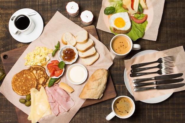 Vista superior delicioso café da manhã