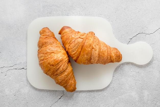 Vista superior deliciosos croissants