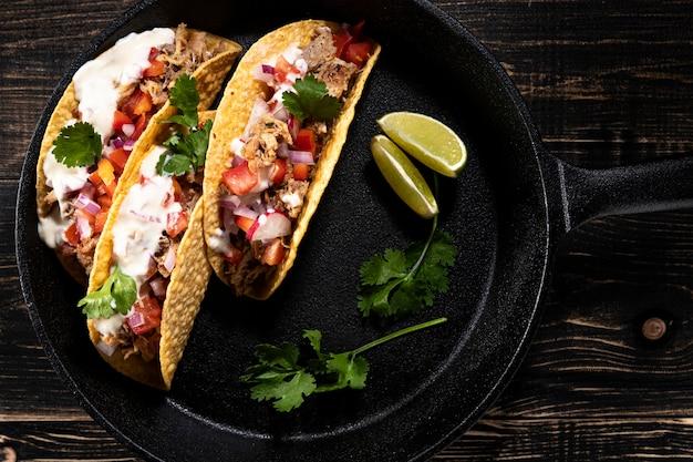 Vista superior deliciosos tacos com carne