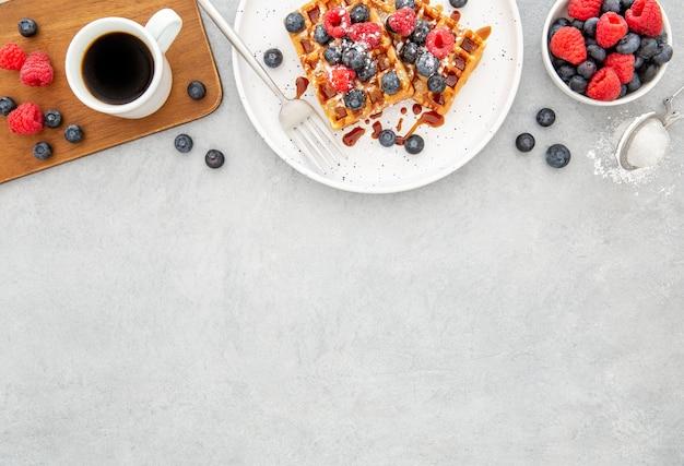 Vista superior deliciosos waffles doces copiar espaço