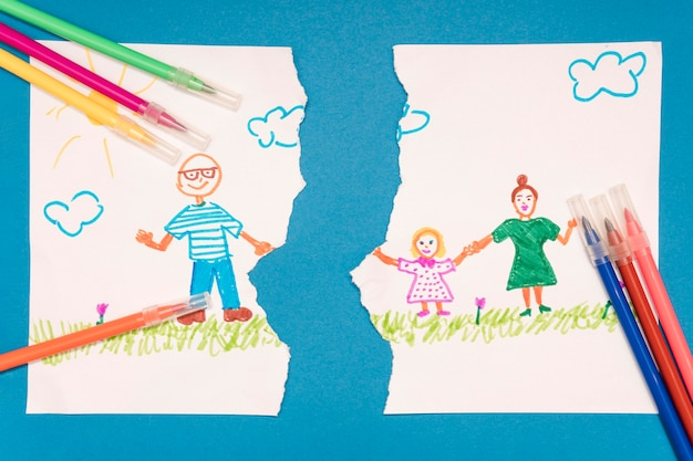 Vista superior, desenho de criança quebrada