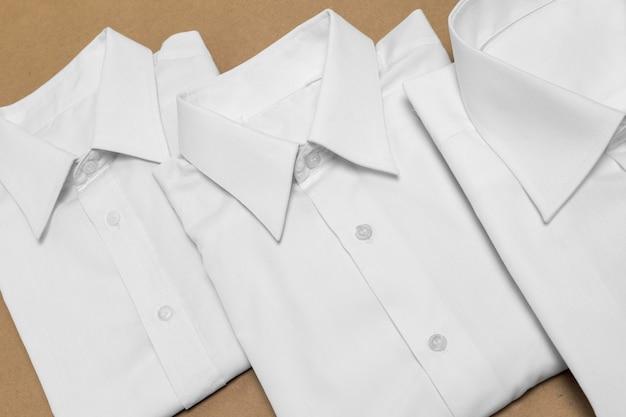 Vista superior disposição de camisas dobradas