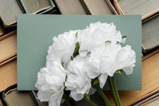Vista superior disposição de livros diferentes
