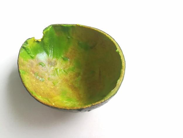 Vista superior do abacate isolado no fundo branco