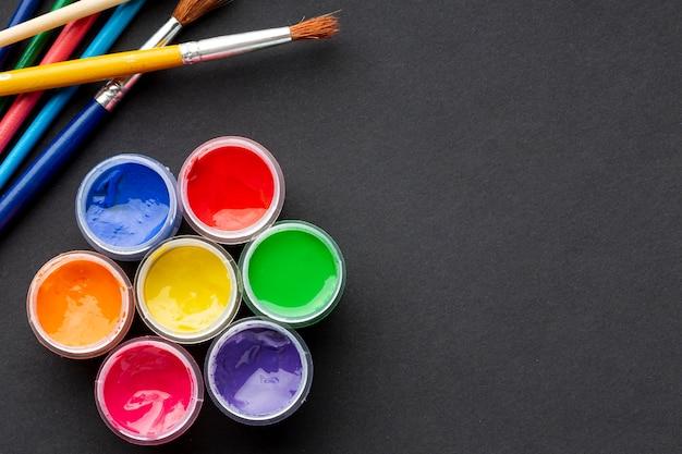 Vista superior do aquarelle colorido com espaço de cópia