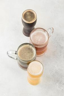 Vista superior do arranjo da cerveja com cópia-espaço