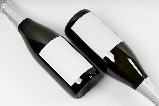 Vista superior do arranjo das garrafas de champanhe