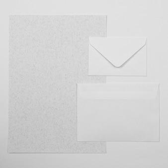 Vista superior do arranjo de diferentes envelopes