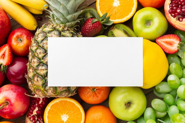 Vista superior do arranjo de frutas frescas