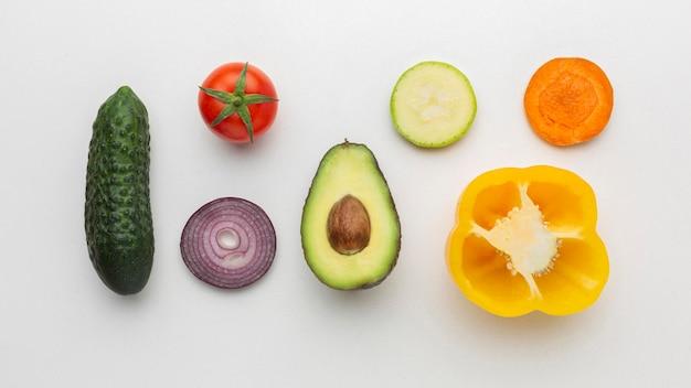 Vista superior do arranjo de legumes e frutas