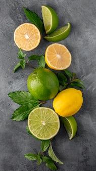 Vista superior do arranjo de lima e limão