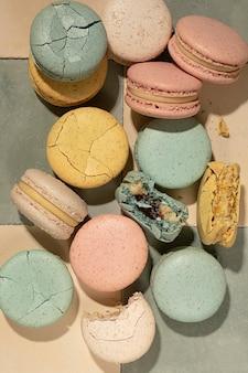Vista superior do arranjo de macarons deliciosos