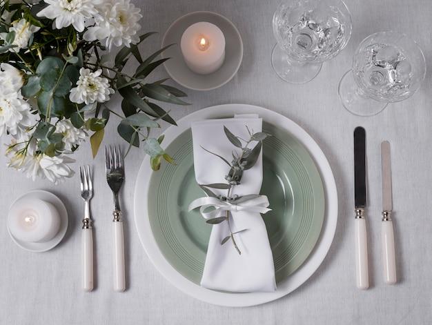 Vista superior do arranjo de mesa floral para casamento