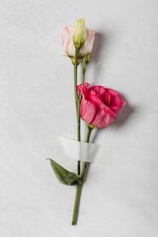 Vista superior do arranjo de rosas