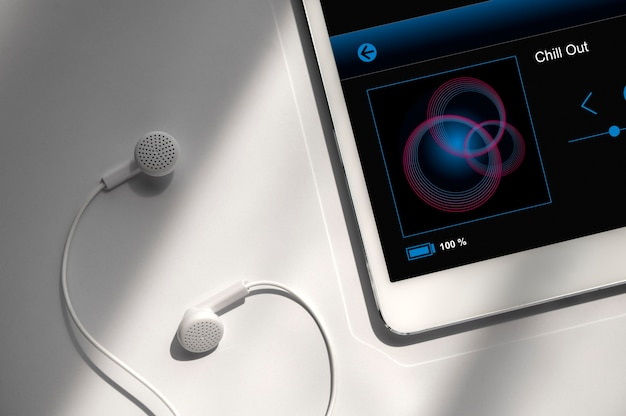 Vista superior do assistente digital em um tablet