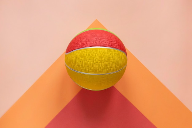 Vista superior do basquete colorido