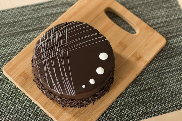 Vista superior do bolo de chocolate.