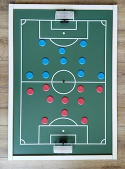 Vista superior do brinquedo brasileiro de futebol de botão.