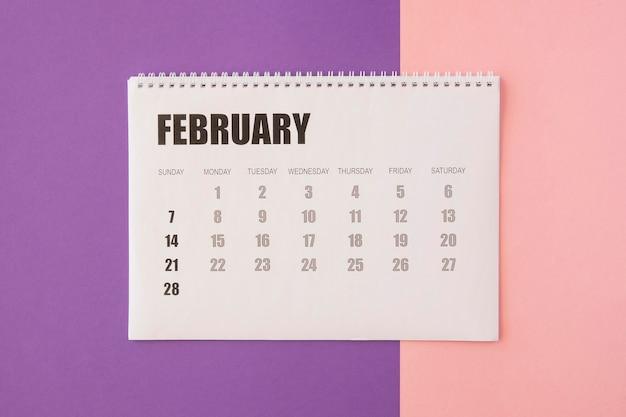 Vista superior do calendário de fevereiro