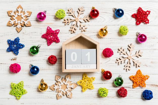 Vista superior do calendário no natal de madeira.