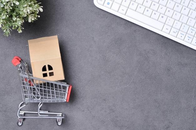 Vista superior do carrinho de compras com teclado