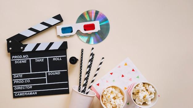 Vista superior do clapperboard e elementos do filme