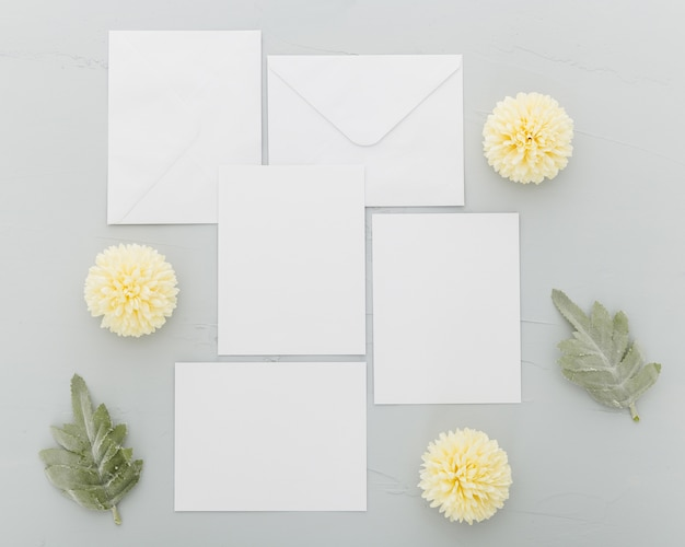 Vista superior do conceito de casamento floral com espaço de cópia