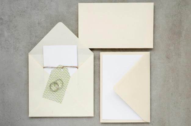 Vista superior do conceito de convite de casamento