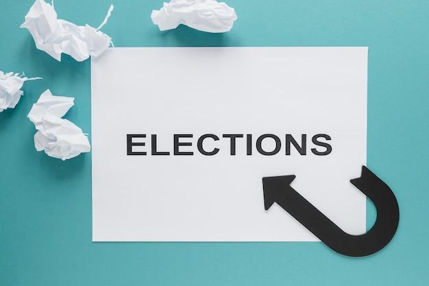 Vista superior do conceito de eleições no papel