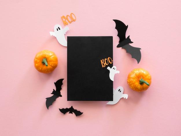 Vista superior do conceito de halloween com abóboras e morcegos