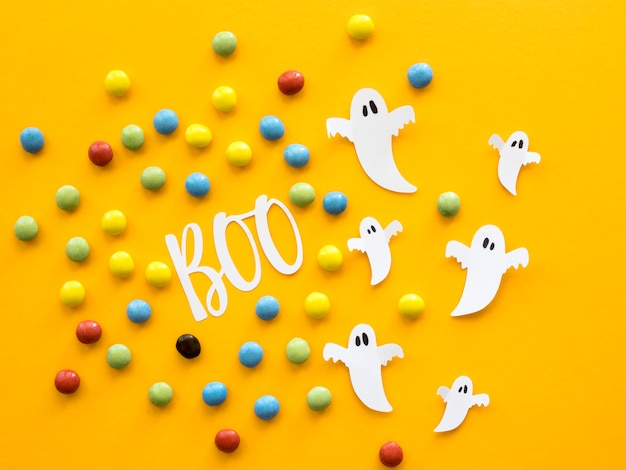 Vista superior do conceito de halloween com doces