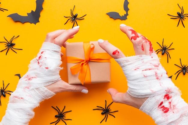 Vista superior do conceito de halloween com presente