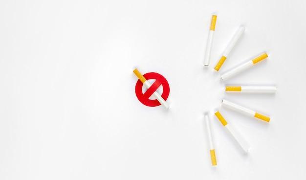 Vista superior do conceito de mau hábito de cigarro