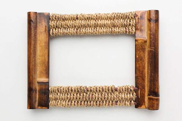 Vista superior do conceito de moldura de madeira
