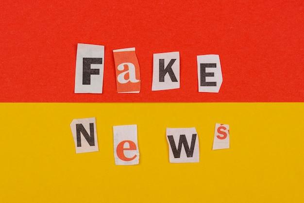 Vista superior do conceito de notícias falsas