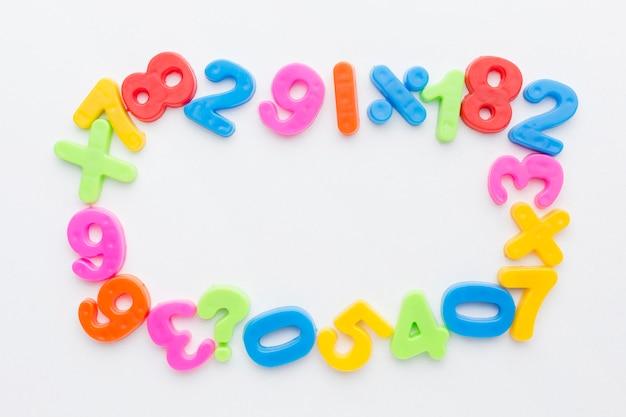 Vista superior do conceito de quadro de números coloridos