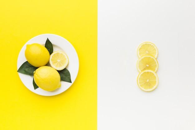 Vista superior do conceito de rodelas de limão