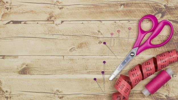 Vista superior do conjunto de ferramentas para alfaiataria