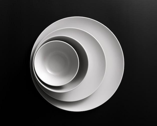 Vista superior do conjunto mínimo de pratos